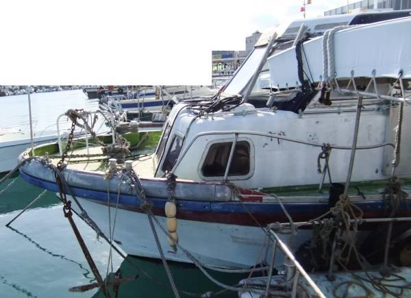 「19トン型 小型船舶 元定員47名 船体のみ FRP」の画像2