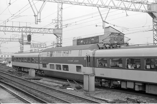 ◆【即決写真】近鉄特急ビスタカー10105他 1973.8 鶴橋/3069-21_画像1