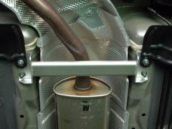 ◆送料無料!YF15 ジューク2WD Jukeフロアサポートバー 簡単装着ボディ補強!剛性アップ体感!_装着画像