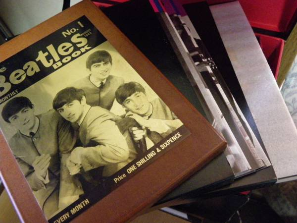 希少!限定!ビートルズ マンスリー BOX 1984年物 おまけ付き_中身は比較的綺麗です。本、未開封