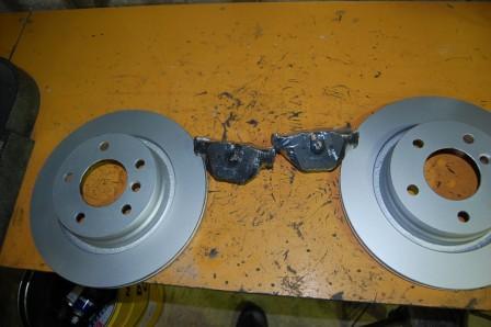 BMW3シリーズE46 リアブレーキディスクローター パットセット_画像3
