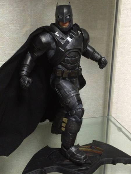 DCコレクティブル bvs アーマード バットマン スタチュー グッズの画像