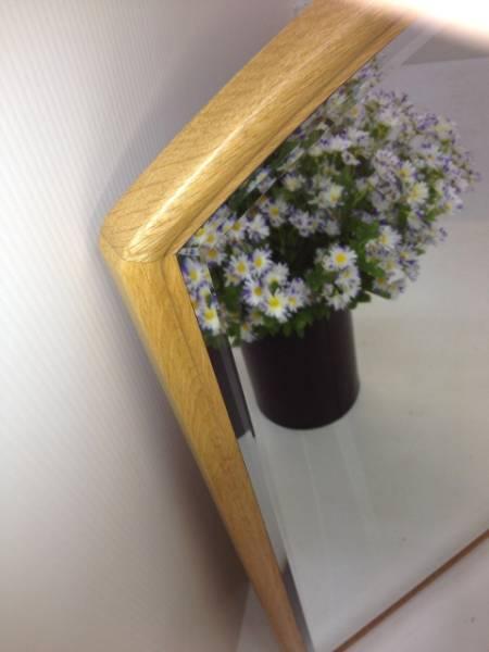【未使用・在庫処分品】高級壁掛け鏡 ウォールミラー ナラ無垢材 楢材_ミラーの縁は幅広面取り加工です。