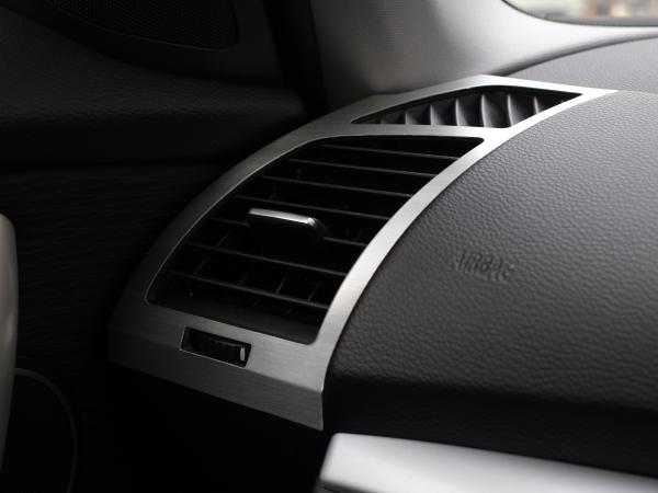 BMW1シリーズ E87 E82 E88 エアコン吹出口 アルミパネル 左右セット ヘアライン仕上げ ハッチバッグ クーペ カブリオレ エアコン噴出し口//_左右セットになります