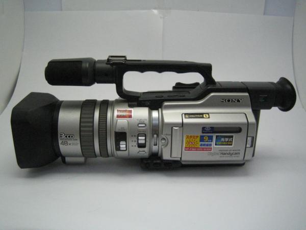★ハロ-カメラ★5771 SONY DCR-VX2000 ハンディカム・3CCD【 miniDV使用】 録画・再生動作しました・中古セット品・【同梱不可】_画像2