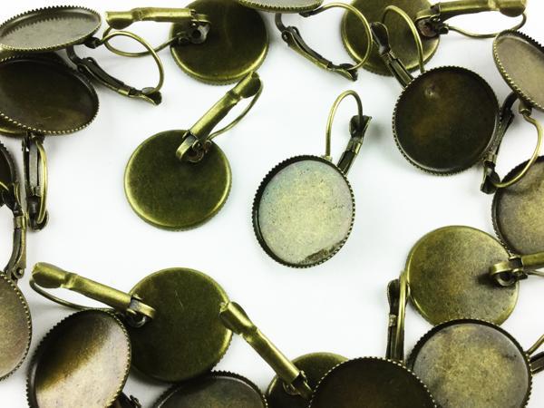 送料無料 ピアス パーツ 金古美 台座 ミール皿 付 20個 アンティーク ゴールド アクセサリー ピアスフック セッティング 金具 (AP0354)