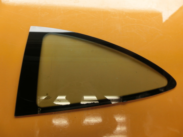 CLK200 平成13年 GF-208344 左 クォーターガラス ベンツ W208 CLK240 CLK320 リアガラス k_画像1