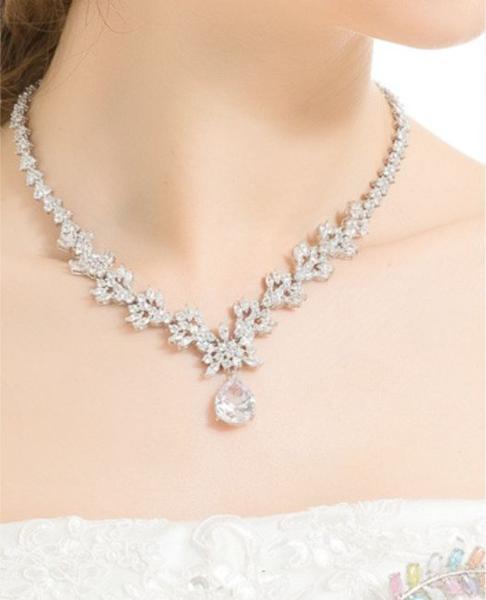 豪華 結婚式 パーティー ダイヤモンド 花  デザイン ネックレス_画像8