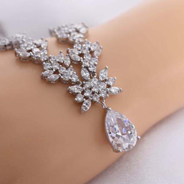 豪華 結婚式 パーティー ダイヤモンド 花  デザイン ネックレス_画像3