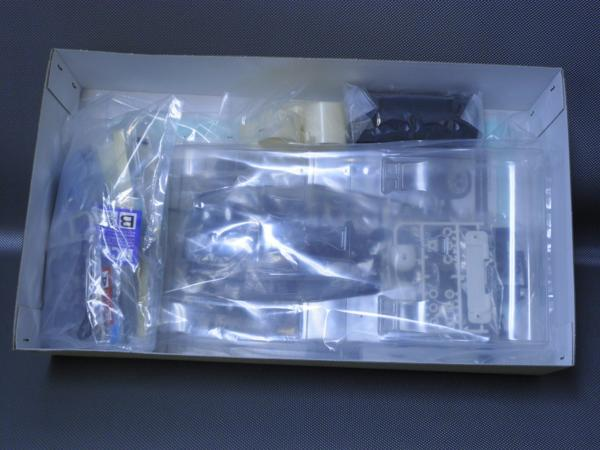 タミヤ製(ITEM 58521)1/12電動レーシングカー ニューマンポルシェ956 (RM-01シャシー) 未組み立て品_画像4