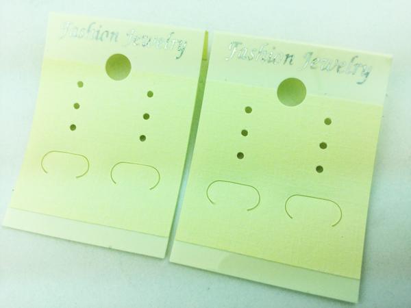 送料無料 ピアス 台紙 クリーム 100枚 イヤリング キスカ ハンドメイド 素材 展示 陳列 飾り 可愛い かわいい カワイイ (AP0110)_画像2