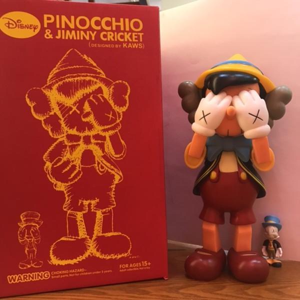 KAWS Disuney カウズ ピノキオ コラボ フィギュア 人形 大人気 立ち ディズニーグッズの画像