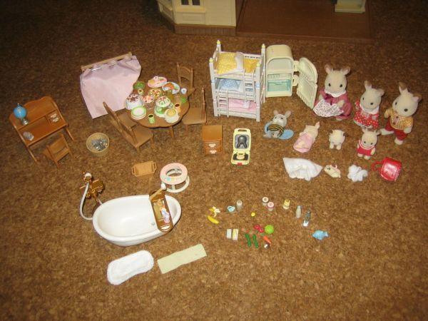 ★シルバニアファミリー 人形家具大量 あかりの灯る大きなお家_画像1