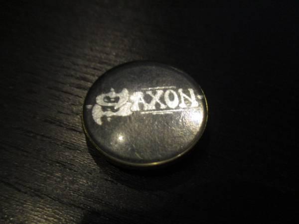 SAXON 丸形メタルピンバッジ 黒 ヴィンテージ