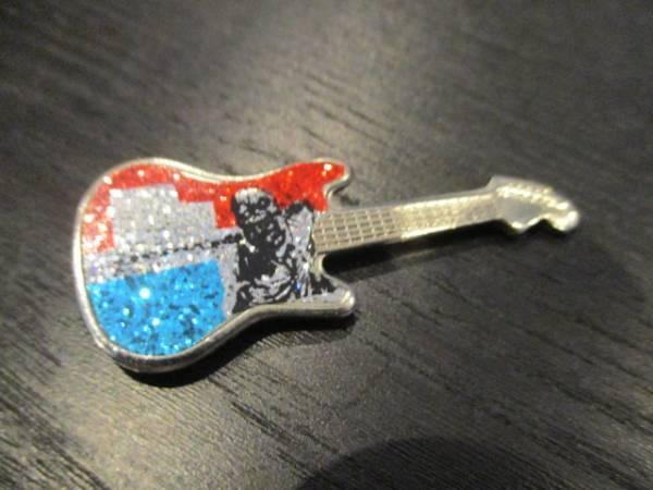IRON MAIDEN メタルピンバッジ guitar shaped 赤青 ヴィンテージ