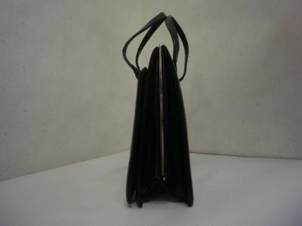 【お買得!】●ハンドバッグ●艶あり黒色 高さ22cm 上幅31cm_画像2