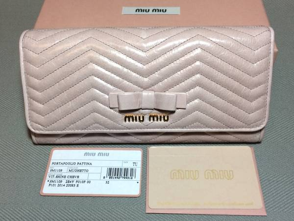 新品ミュウミュウ★リボン二つ折り長財布miumiuピンクマテラッセ