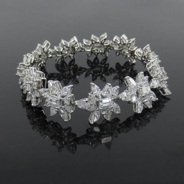 新品《25ct ダイヤモンドFG/VS》プラチナ・フラワーブレスレット_画像1