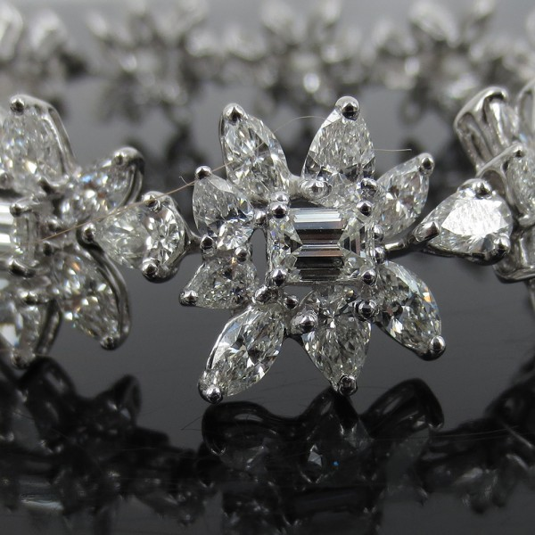 新品《25ct ダイヤモンドFG/VS》プラチナ・フラワーブレスレット_画像2