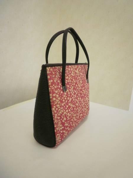 【お買い得!】 ● ハンドバッグ ● 小花柄 赤色 (上幅:25cm 高さ:20cm)_画像2