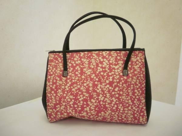 【お買い得!】 ● ハンドバッグ ● 小花柄 赤色 (上幅:25cm 高さ:20cm)_画像1