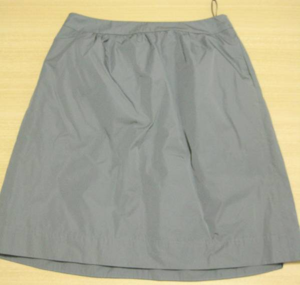 f9 DKNY/ダナキャラン グレーのナイロンプリーツスカート 4_画像2