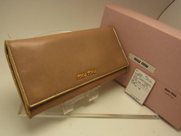 良好品 箱 付き!◆ miumiu ◆ ミュウミュウ ◆ ゴールド レザー 長財布 ◆ ミルク チョコレート色 ◆ 送料250円_ゴールド miumiu ロゴプレートが お洒落♪