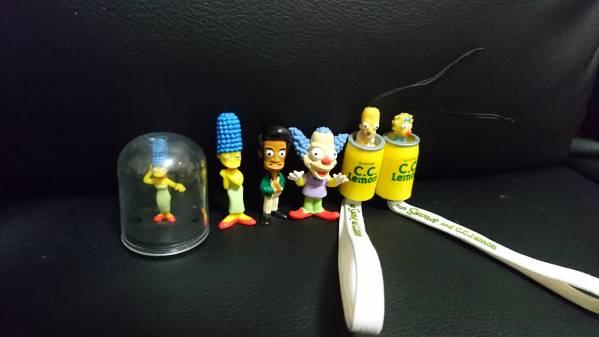ザシンプソンズの首降りミニフィギュアと携帯ストラップ グッズの画像