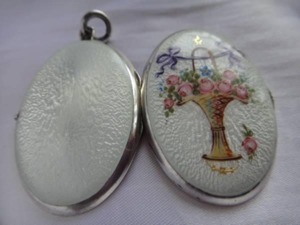 即決★イギリスアンティーク シルバー 銀製★美しい花籠模様のエナメルロケット 美品_画像1