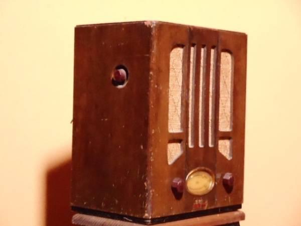【ジャンク品】アンティーク 真空管ラジオ(電源は入ります) シャープ charp レトロ_画像3