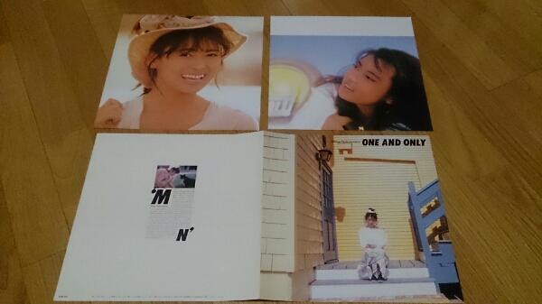 中山美穂 ピンナップ二枚 2つ折り畳み式歌詞カード付き。