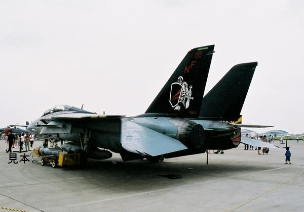 ヤフオク 戦闘機画像 F 14 トムキャット Vf154ブラックナ