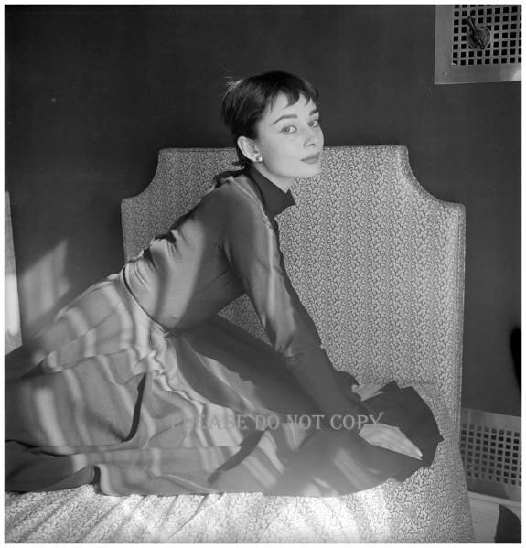 1954年 オードリー・ヘプバーン モノクロアート フォト