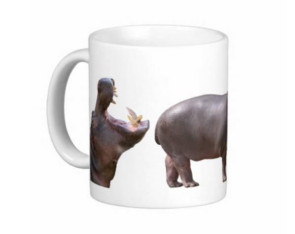 カバのマグカップ_大きく開く大きな口はカバの特徴の一つ