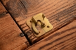 NO.744 古い真鍮の鎌ラッチ(34mm) 検索用語→A120アンティークビンテージ扉ドア引戸ケビント本棚