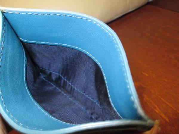 美品 ■ miumiu ■ ミュウミュウ ■ クロコ型 レザー製・ カードケース 名刺入れ ■ スカイブルー系 ■ クリックポスト:送料120円_収納 スペース(ポケット)は 3箇所です。