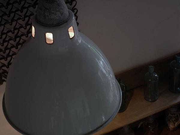 D393. レトロ インダストリアル ホーロー 白アトリエライト 照明 / アンティーク ランプ 間接照明 インテリア 店舗什器 リノベーション_画像1