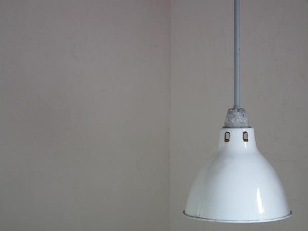 D393. レトロ インダストリアル ホーロー 白アトリエライト 照明 / アンティーク ランプ 間接照明 インテリア 店舗什器 リノベーション_画像2