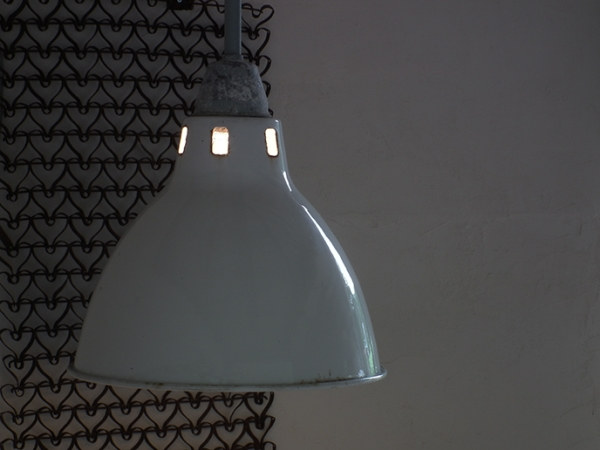D393. レトロ インダストリアル ホーロー 白アトリエライト 照明 / アンティーク ランプ 間接照明 インテリア 店舗什器 リノベーション_画像3