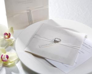 結婚式招待状★婚礼/花嫁の象徴⇒ホワイトリボン/ラインストーン_シンプルリボンホワイト★指輪つかないよ