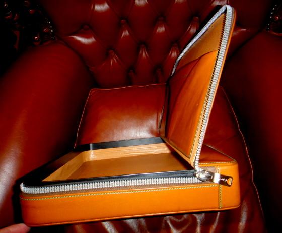 貴重45万円イタリア製【valextraバレクストラ】人気定番レザー本革アタッシュケース PREMIER 希少な橙色 ビジネスバッグ 鞄_画像8