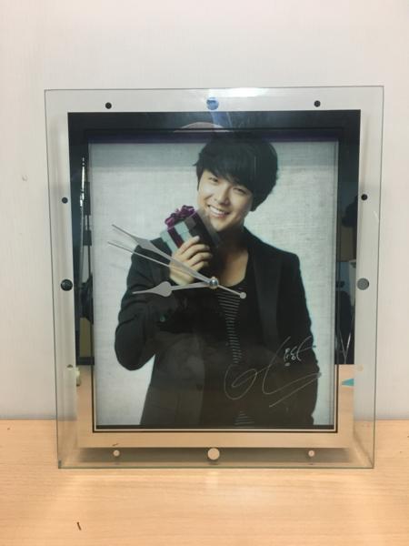 パク ヨンハ 壁掛け ガラス 時計 韓国の名俳優 レア物 ①