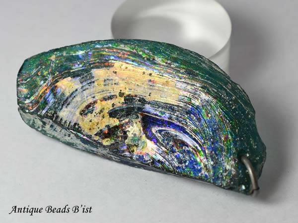 ●わくわく とんぼ玉★即決! 古代ローマングラス半透明濃青色銀化残欠片大型TOP-A2(丸環付) ローマンガラス 神秘的【送料無料】_画像1