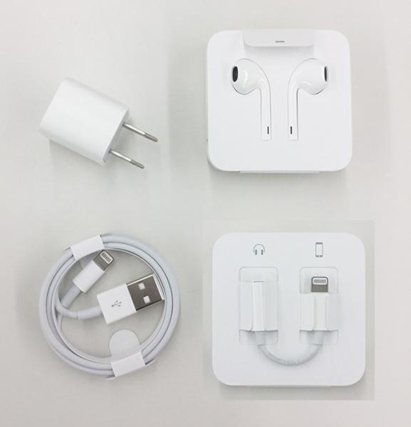 ★未使用★ iPhone7純正付属品セット 充電器 ライトニングケーブル イヤホン 変換アダプタ アップル Apple
