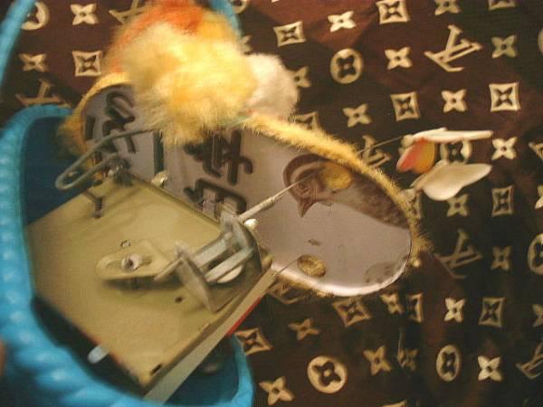◆昭和レトロ かごに入った犬 ちょうちょ ゼンマイ おもちゃ_画像3