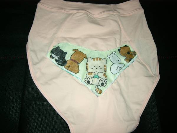 オムツ 布おむつカバー 産褥ショーツ M~Lサイズ 生理時にも ピーチピンク お尻に犬猫柄布地を付けました 未使用_画像2