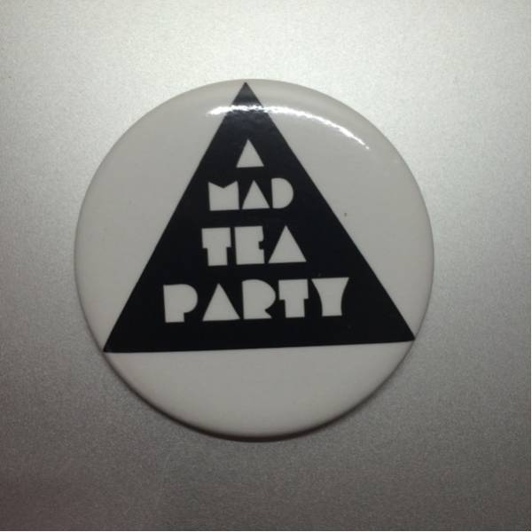 A MAD TEA PARTY缶バッチ①BERSERKER CHILDREN CLUB80KIDZHAPPY