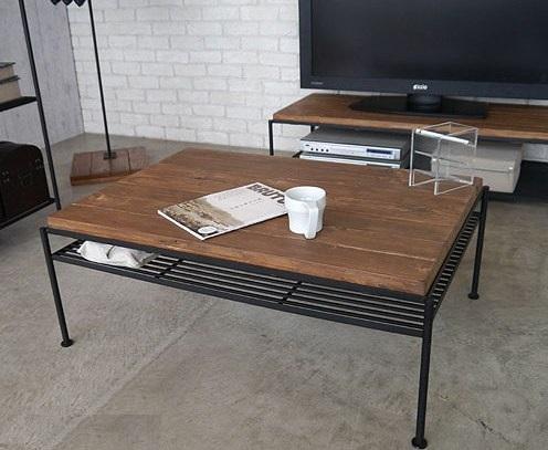送料無料 パイン無垢材とアイアンのちょいワル風の USED感あるアンティーク調の 味のある渋い リビングテーブル(棚付き
