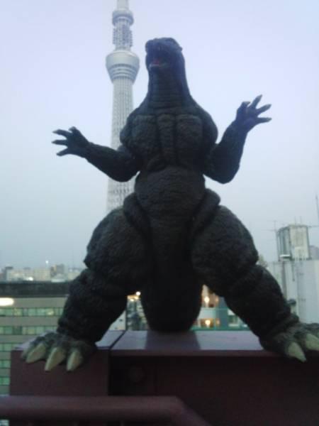 超巨大リアルゴジラフィギュア[全長120cm高さ57cm]