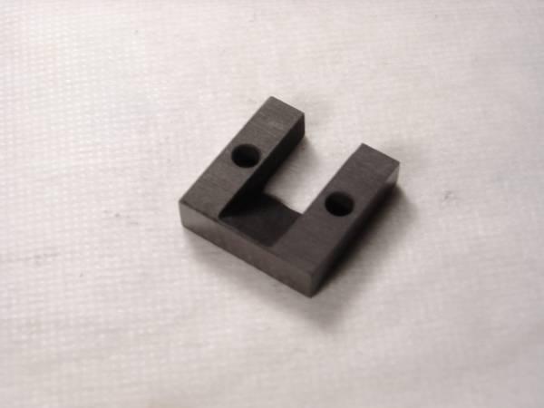 手工品 カーボングラファイト製SPU用スペーサー_カット面は金属光沢が出ています。